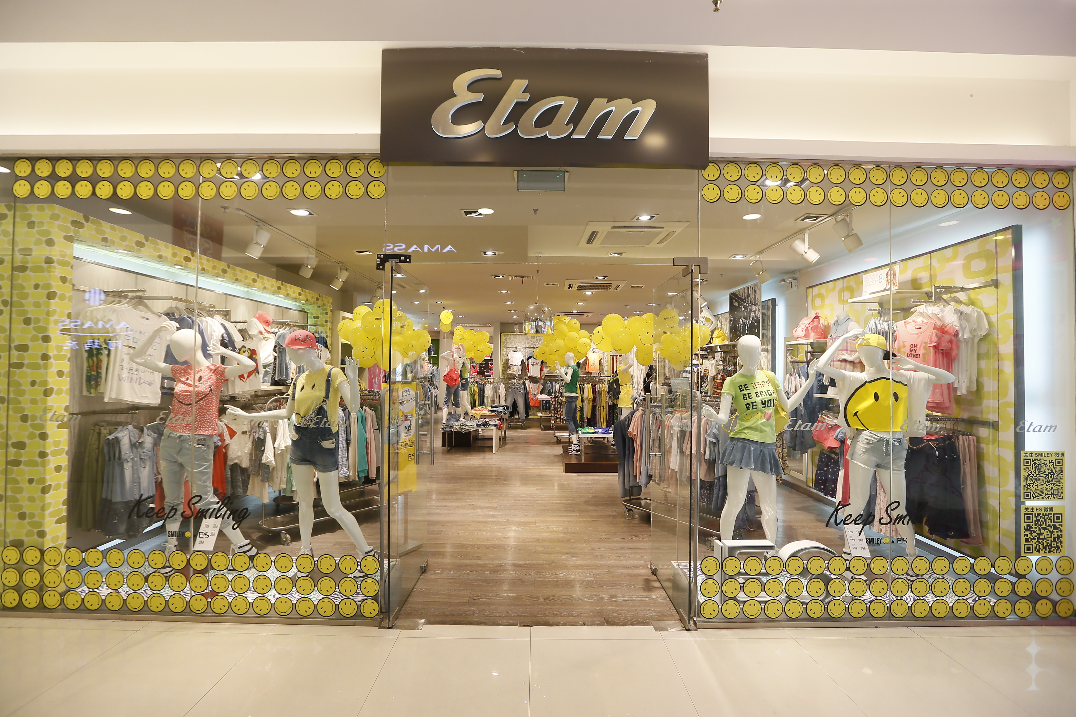 """Etam launches its new """"So Chic"""" store concept. Its new Sublimizer and Pure Fit ranges revolutionise the underwear market yet again."""
